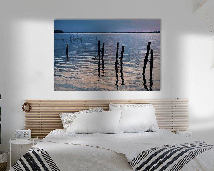 Sfeerimpressie: avondlicht over het water op het deense eiland Falster van Hanneke Luit