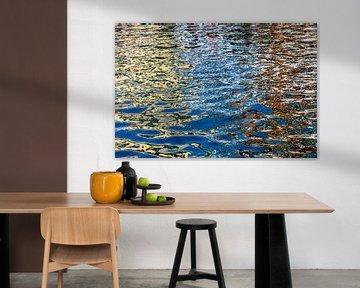 reflet coloré dans l'eau du Nyhavn sur Hanneke Luit