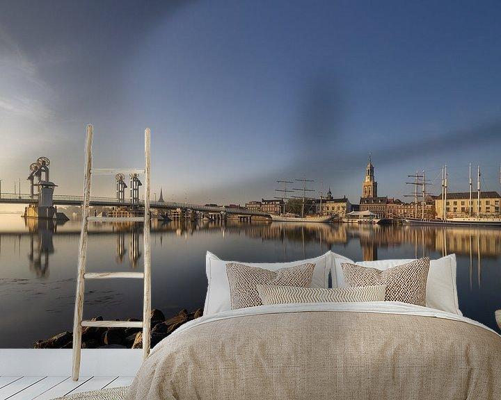 Sfeerimpressie behang: Kampen skyline in een gouden herfst ochtend #3 van Edwin Mooijaart