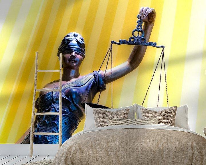 Sfeerimpressie behang: Vrouwe Justitia van Ton C Kroon