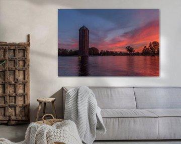 Watertoren in Aalsmeer tijdens de zonsopkomst. sur Erik de Rijk