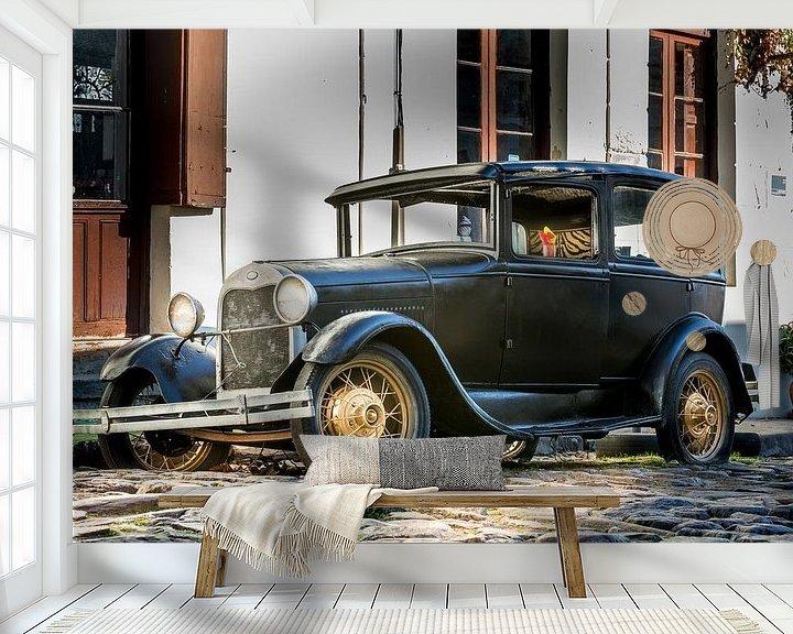 Sfeerimpressie behang: Klassieke A-Ford in de straat Uruguay van Jan van Dasler