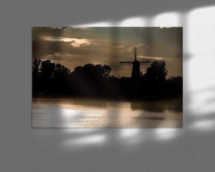 Sfeerimpressie: Oude windmolen tegen de achtergrond van Avondlicht van Brian Morgan