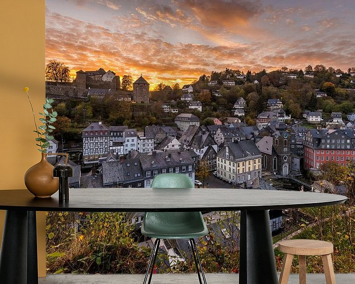Sfeerimpressie behang: Zonsondergang in Monschau van Bert Beckers