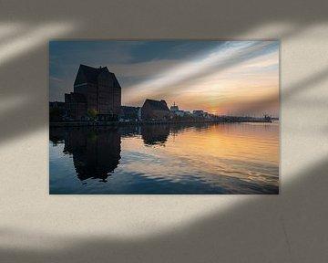 Sunset on the river Warnow in the city Rostock, Germany van Rico Ködder