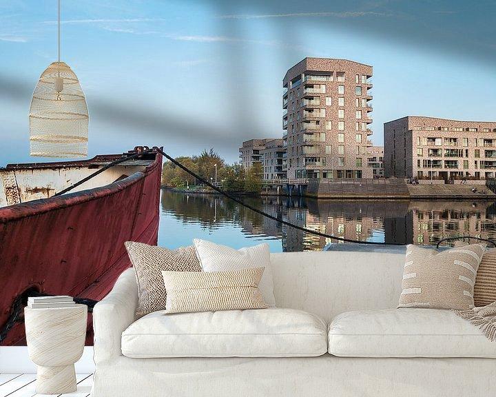 Sfeerimpressie behang: Modern buildings and vessel in the city Rostock, Germany van Rico Ködder