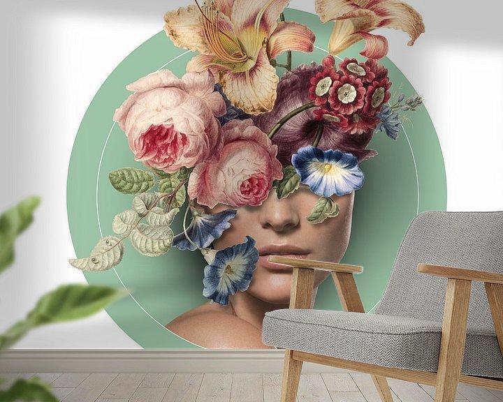Sfeerimpressie behang: Zelfportret met bloemen (9 kleur) van toon joosen