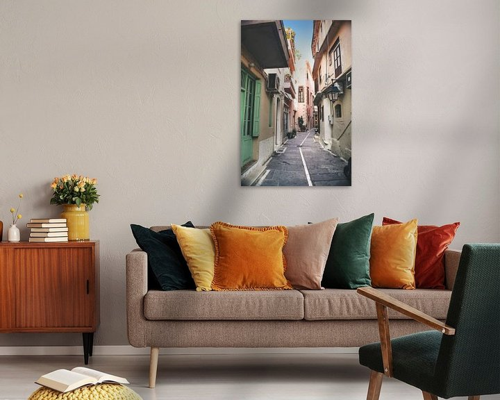Sfeerimpressie: Smalle straatjes in Griekse stad van Rob van Dongen