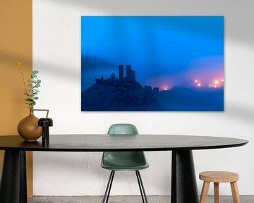 Corfe Castle in de mist van Ron Buist