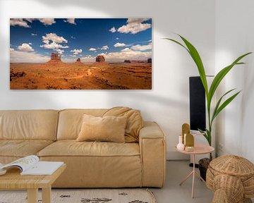 Monument Valley Panorama #2 van Edwin Mooijaart