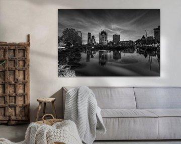 Oude Haven in Rotterdam in der Dämmerung, in schwarz und weiß von Gea Gaetani d'Aragona