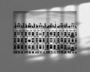 Reihe von niederländischen alten weißen Häusern von Martin Bergsma