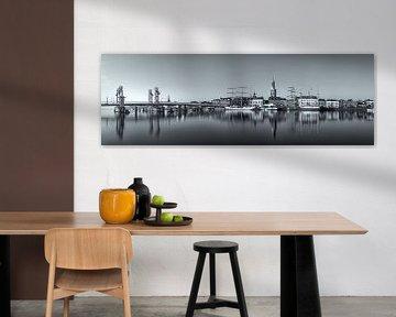 Kampen skyline panorama Zwart-wit #3 van Edwin Mooijaart