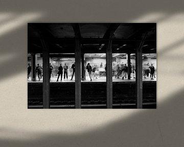 Metro in New York City in Schwarz Weiss 2 von Ingrid Meuleman