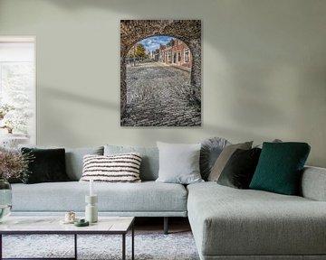 Doorkijkje vanuit de poort in de stadsmuur op een straat in Sloten, Friesland. von Harrie Muis