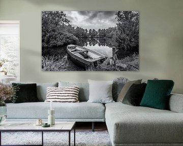 Eenzame boot in zwart/wit von Martijn van Dellen
