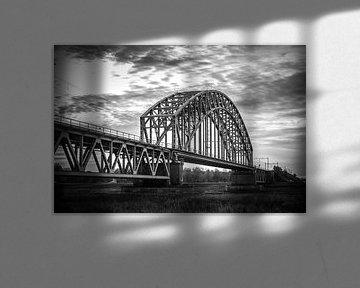 Mooie klassieke stalen spoorbrug over de Rijn bij Oosterbeek, Arnhem