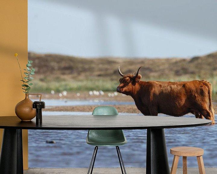 Sfeerimpressie behang: Schotse hooglander heeft het warm van Menno Schaefer