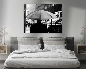Schwarz-Weiß-Foto eines regnerischen Tages in New York von Rutger van Loo