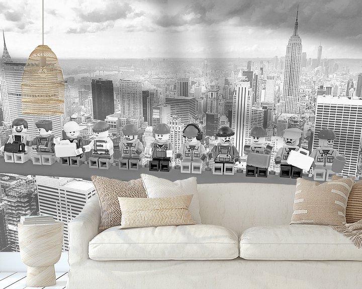 Sfeerimpressie behang: Lunch atop a skyscraper Lego edition - New York van Marco van den Arend