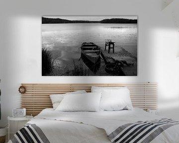 Jongen bij boot in Noorwegen von Rob van Dam