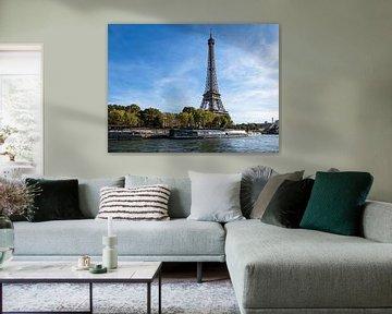 View to the Eiffel Tower in Paris, France van Rico Ködder