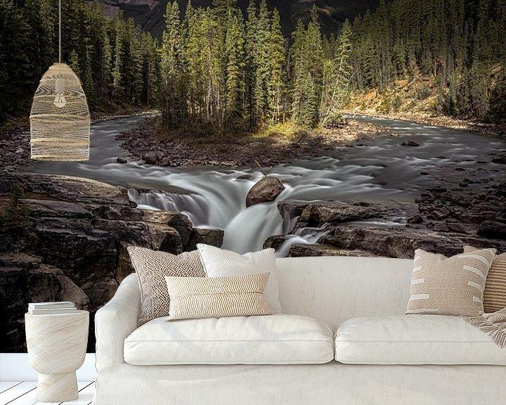 Sfeerimpressie behang: Jasper Canada waterfall van Remco van Adrichem