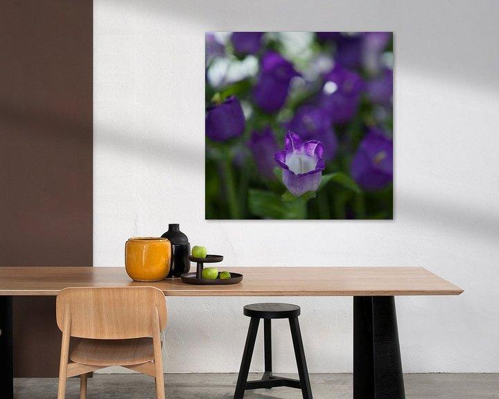 Sfeerimpressie: paarse bloemen van Karin Keesmaat Kijk-Kunst