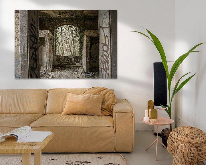 Beispiel: Fenster in einem verfallenen Gebäude von Ans Bastiaanssen