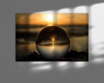 zonsondergang door een lens ball van Annelies Cranendonk