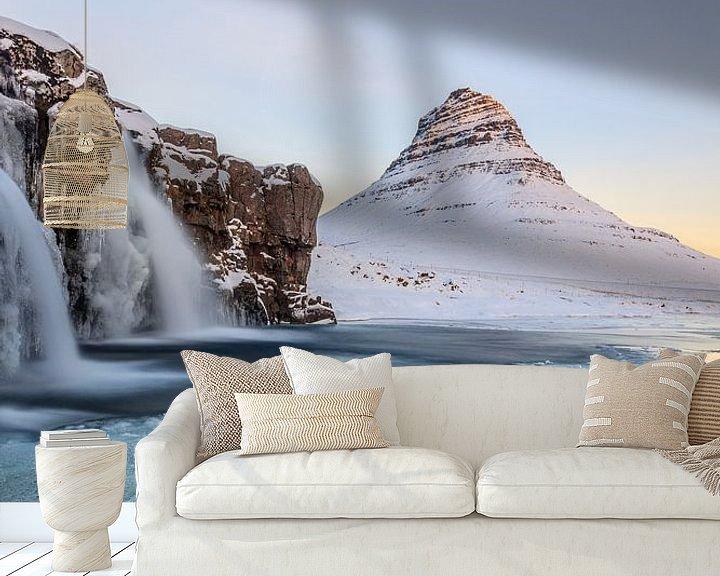 Sfeerimpressie behang: Bevroren sneeuwlandschap in Ijsland van William Linders