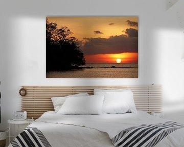 Tropische zonsondergang op Beqa eiland in Fiji