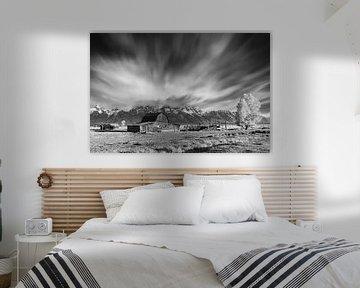 Mormon Row Barn in Schwarz-Weiß, Wyoming von Henk Meijer Photography