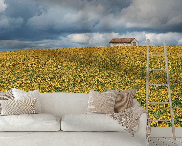 Sfeerimpressie behang: Veld met zonnebloemen van Fokje Otter