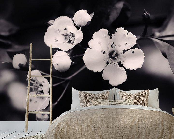 Sfeerimpressie behang: Lente bloesem (vintage) van Andrea de Vries