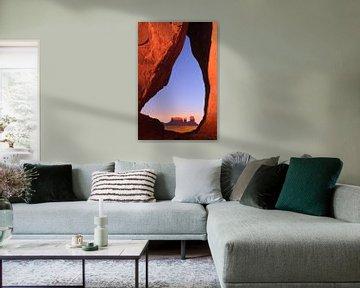 Teardrop Arch bei Sonnenuntergang, Monument Valley, USA