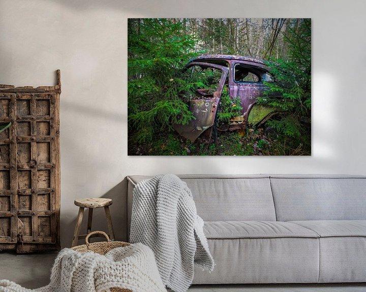 Beispiel: Verrostetes, verlassenes Auto in den Wäldern von Patrick Verhoef