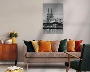 Der Kölner Dom am Abend schwarz-weiß von Michael Valjak