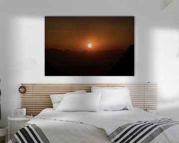 zonsondergang over de bergen van Marcel Derweduwen
