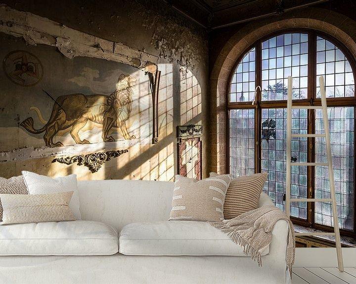Beispiel fototapete: Löwedekoration und Glasfenster von Inge van den Brande