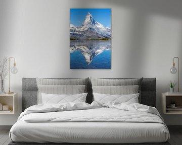 Reflectie van de Matterhorn in bergmeer