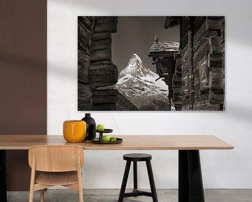Oude huizen bij Findelen met de Matterhorn