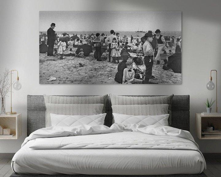 Sfeerimpressie: Op het strand bij Coney Island (zwart wit) van Vintage Afbeeldingen