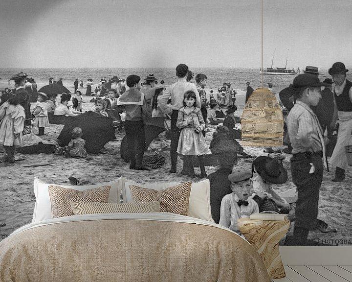 Sfeerimpressie behang: Op het strand bij Coney Island (zwart wit) van Vintage Afbeeldingen