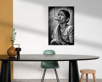 Smoking lady. van Ton Bijvank