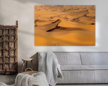 Marokko. Schöner Sonnenuntergang in der Wüste der Sahara. Sanddünen bei Sonnenuntergang. Afrika von Tjeerd Kruse