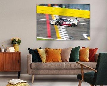 Lamborghini Huracan GT3 rijdt over de eindstreep van Davy Vernaillen