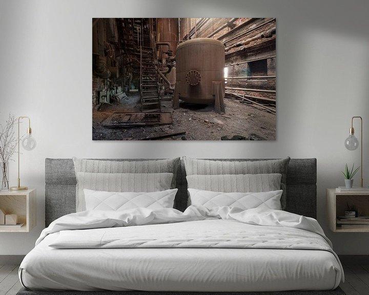 Sfeerimpressie: verlaten ketel in een roestige fabriek van Kristof Ven