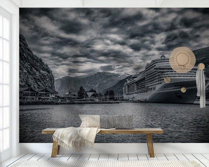 Sfeerimpressie behang: Cruise in Noorse fjord van Wim Scholte