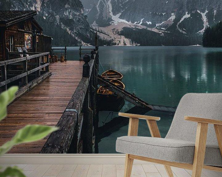 Sfeerimpressie behang: Lake in the Dolomites van michael regeer